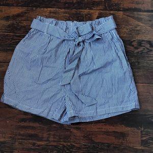 Back striped comfy shorts